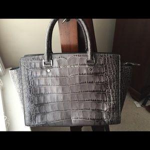 Gorgeous gray patterned skin Michael Kors bag